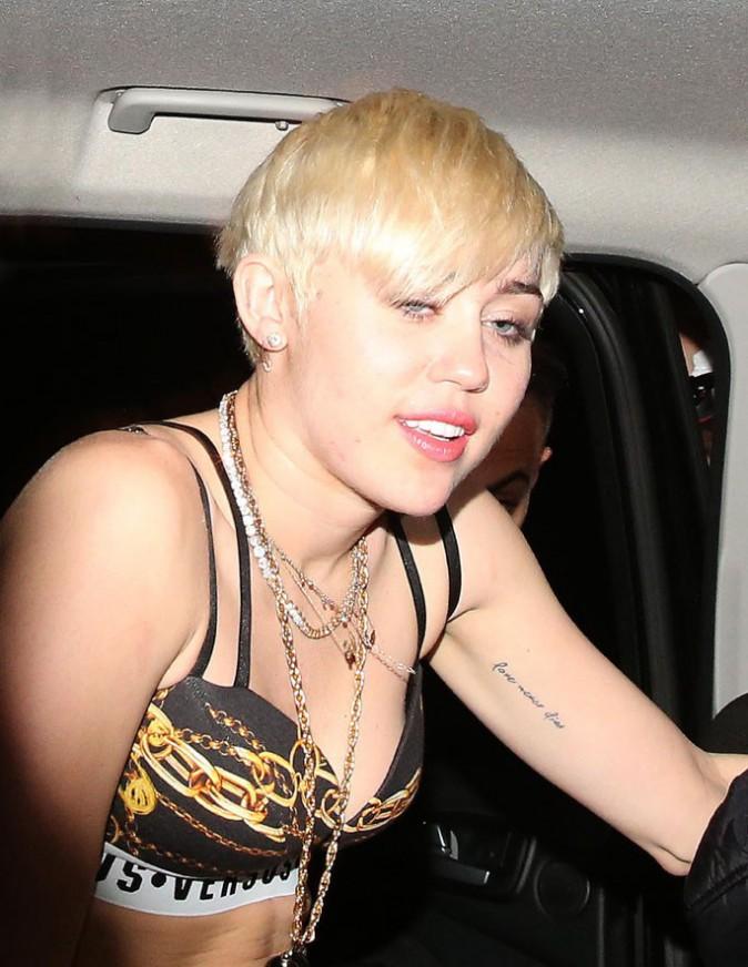 Miley Cyrus à la sortie d'un club de Londres le 9 mai 2014