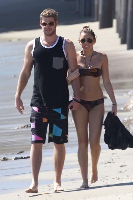 Miley Cyrus et Liam Hemsworth à Malibu, le 13 octobre 2011.