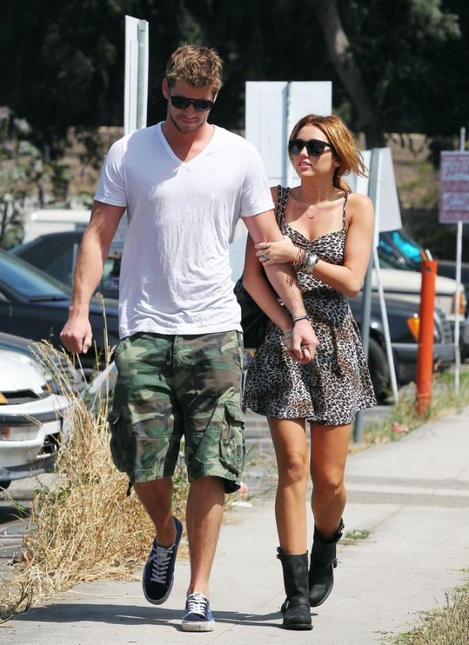 Miley Cyrus et Liam Hemsworth en balade à Toluca Lake, le 1er juillet 2010.