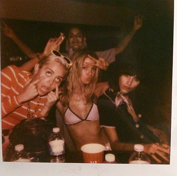 Photos : Miley Cyrus et son week-end 100% beuverie…
