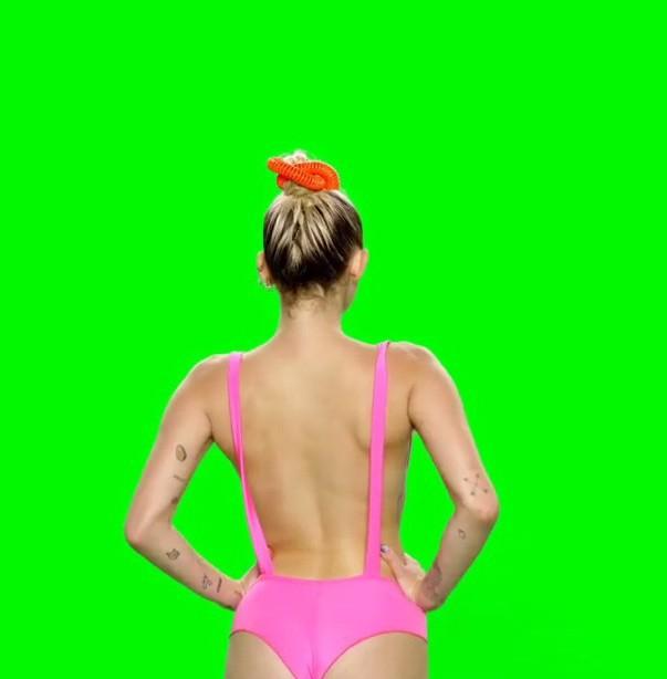 Miley Cyrus fait la promotion des MTV VMAs à sa façon !