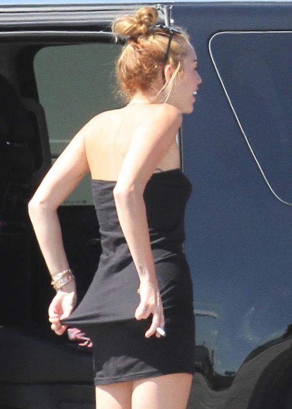 Le 12 juin 2012, en micro-robe dans les rues de Miami