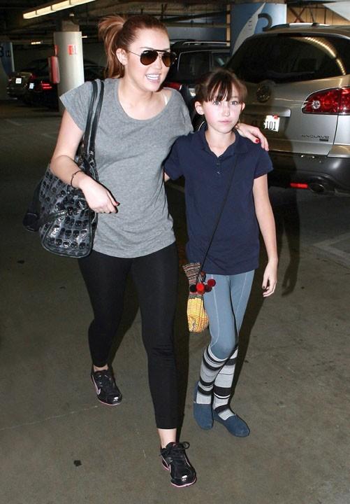 Pour l'instant, Miley Cyrus n'a rien à craindre de sa cadette...la big star, c'est elle !