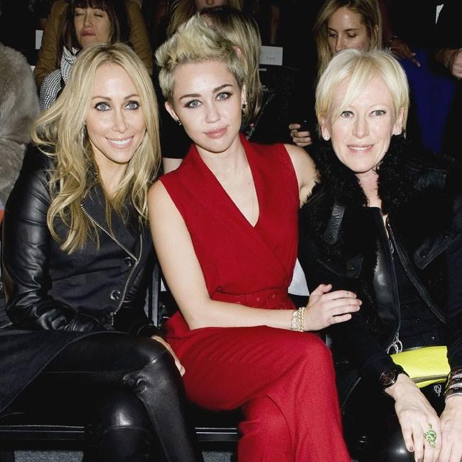 Miley Cyrus et sa mère Tish le 13 février 2013 à New York