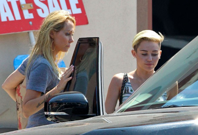 Miley Cyrus avec sa maman Tish à Toluca Lake le 12 juillet 2013