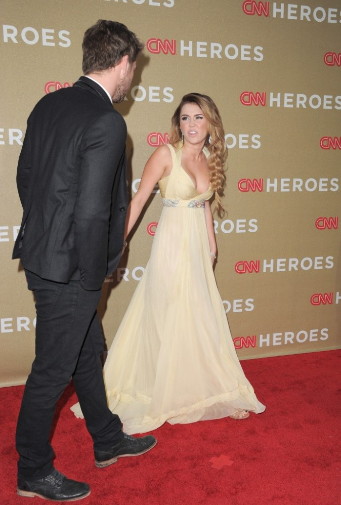 Miley Cyrus et Liam Hemsworth lors de la soirée CNN Heroes : An All-Star Tribute, à Los Angeles le 11 décembre 2011.