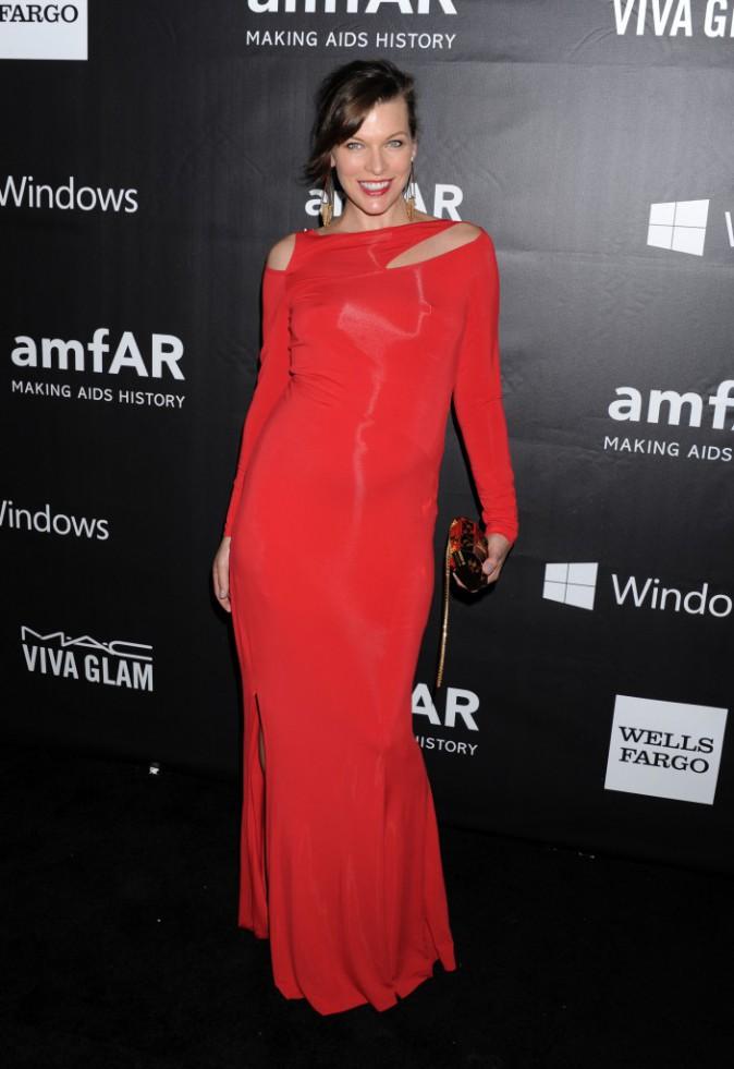 Photos : Milla Jovovich : elle révèle le sexe de son bébé au gala de l'amfAR !