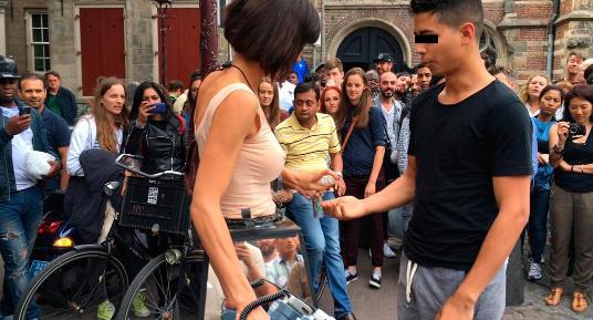 Photos : Milo Moiré : Découvrez pourquoi cette artiste a été arrêtée à Londres !