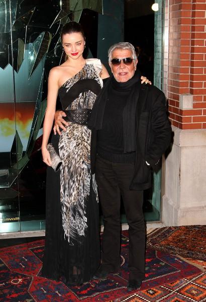 Miranda Kerr et Roberto Cavalli lors de la soirée d'inauguration de la boutique Just Cavalli à New York, le 12 décembre 2013.