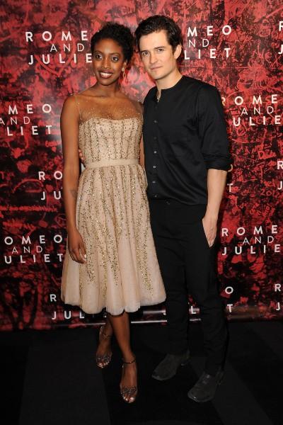 """Orlando Bloom et Condola Rashad lors du lancement de la pièce de théâtre """"Roméo et Juliette"""" à New York, le 19 septembre 2013."""