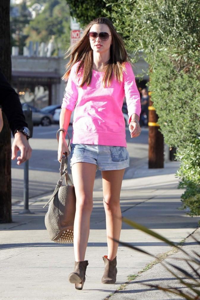 Miranda Kerr en plein shopping à L.A., le 2 avril 2012.