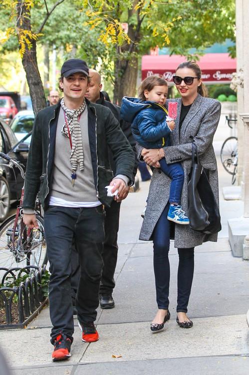 Miranda Kerr et Orlando Bloom avec leur fils Flynn à New-York le 26 octobre 2013