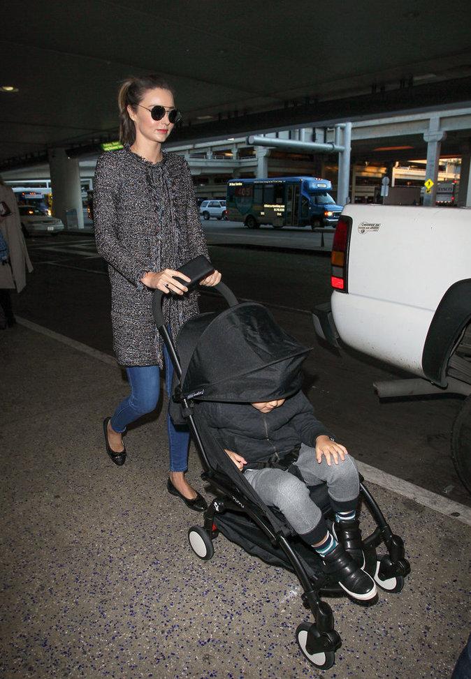 Miranda Kerr est revenue à Los Angeles après ses vacances en famille !