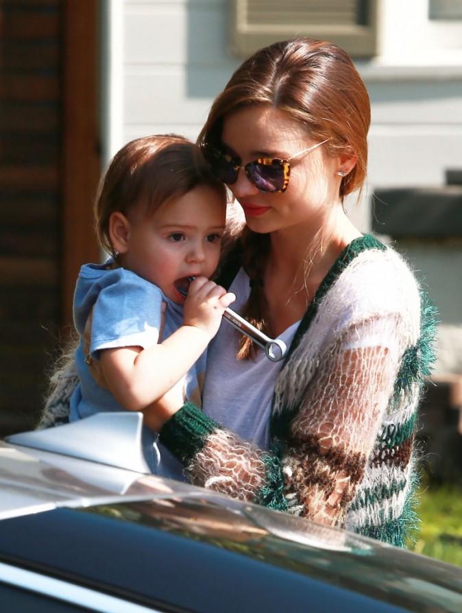 Miranda Kerr et son fils Flynn à Los Angeles, le 18 février 2013.