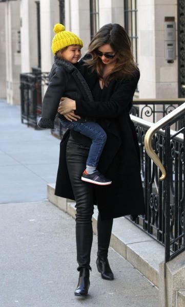 Miranda Kerr et son fils Flynn à New York, le 24 mars 2014.