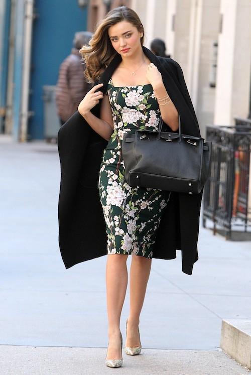 Photos : Miranda Kerr : même dans la rue, elle joue avec l'objectif des photographes !
