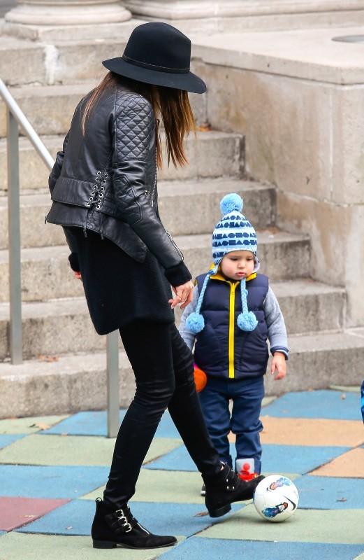 Miranda Kerr et son fils Flynn à New York, le 2 décembre 2012.