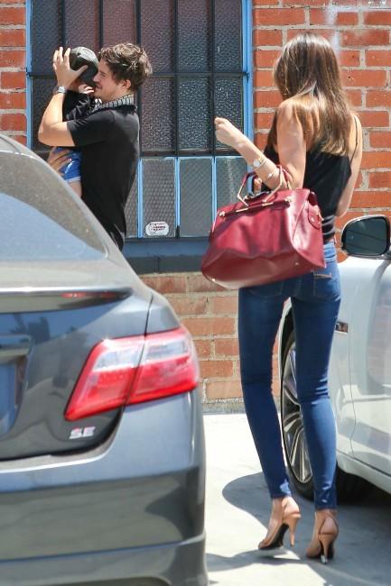 Miranda Kerr en famille à Los Angeles, le 24 avril 2013.