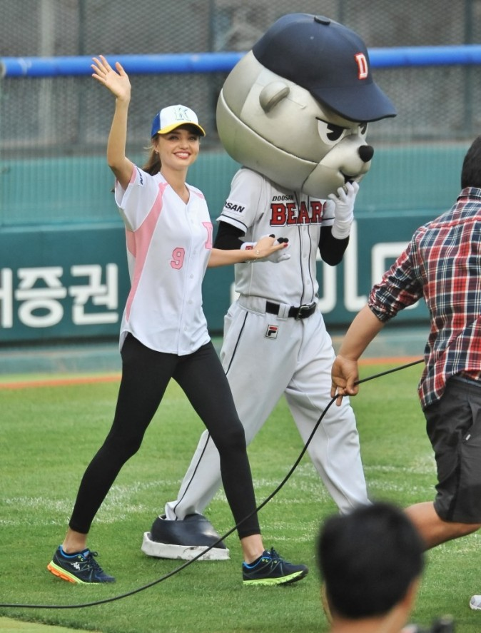 Miranda Kerr au Jamsil Baseball Stadium de Seoul le 13 juin 2013