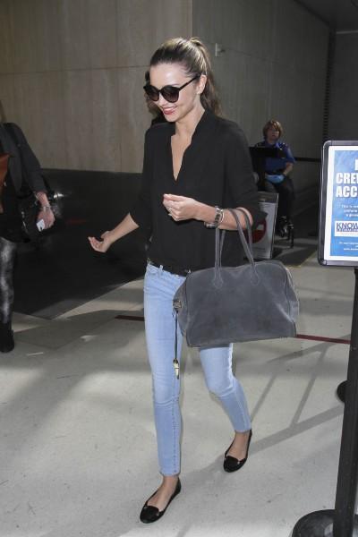 Miranda Kerr à l'aéroport de Los Angeles, le 21 octobre 2013.