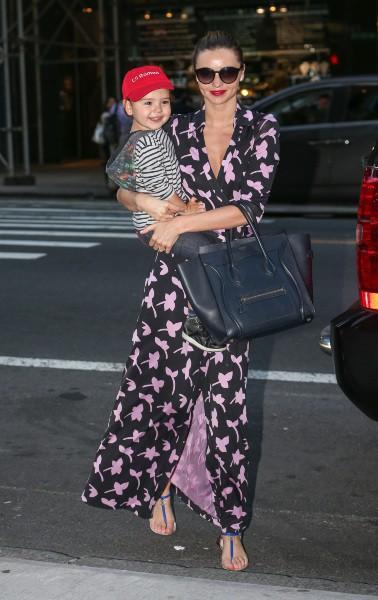 Miranda Kerr et son fils Flynn à New York, le 18 septembre 2013.