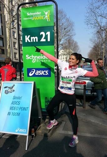 Laury Thilleman au marathon de Paris le 7 avril 2013