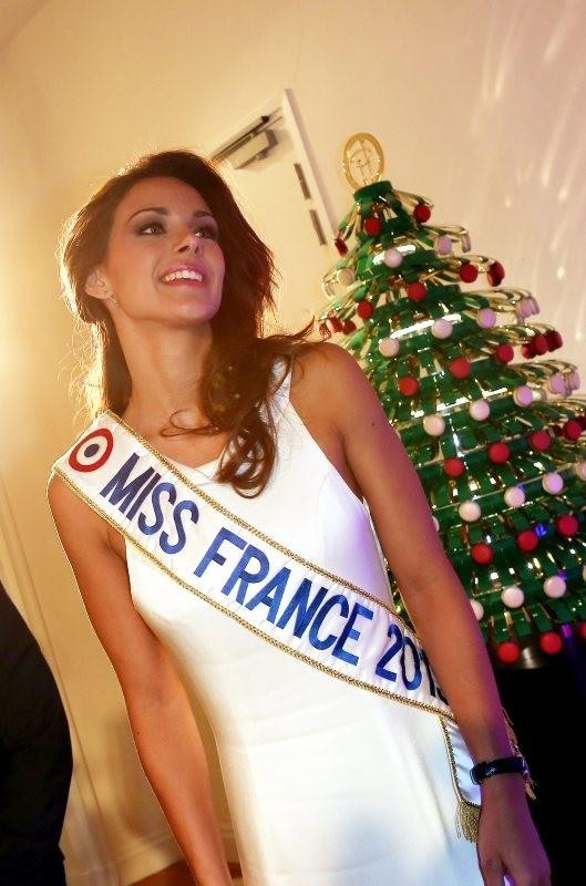 Marine Lorphelin lors de la 17e édition des sapins de Noël des créateurs à Paris, le 10 décembre 2012.