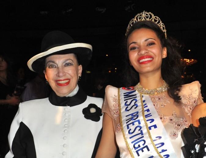 Auline Grac et Geneviève de Fontenay lors de l'élection de Miss Prestige National le 10 décembre 2012 à Paris