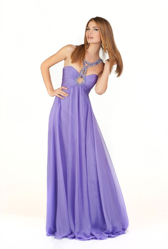 Miss Albanie en robe de soirée