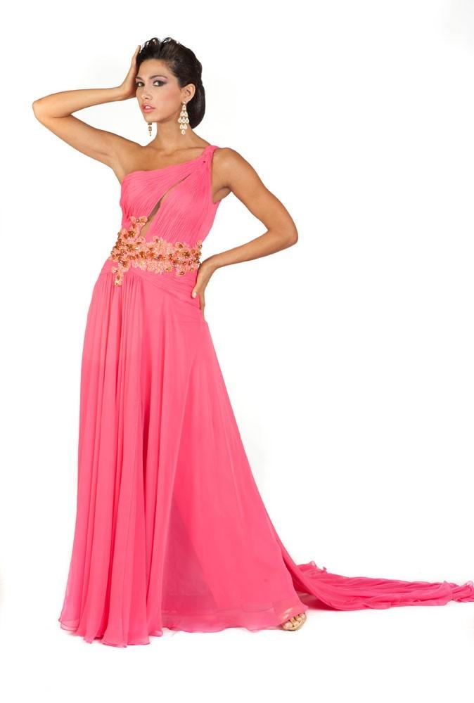 Miss Bolivie en robe de soirée