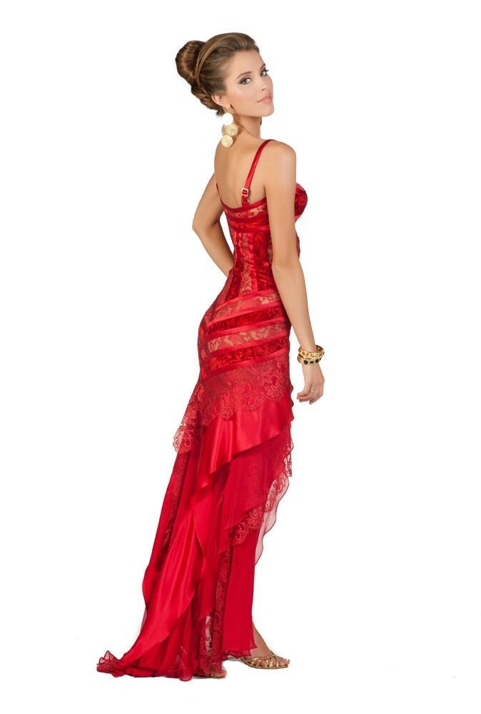 Miss Chili en robe de soirée