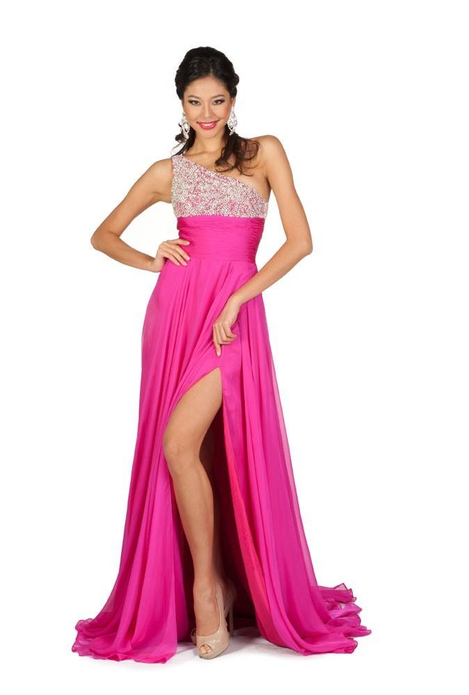 Miss Chine en robe de soirée