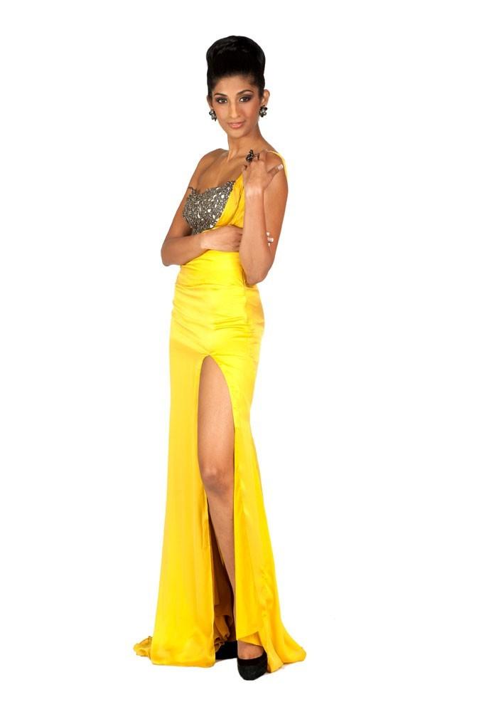 Miss Inde en robe de soirée