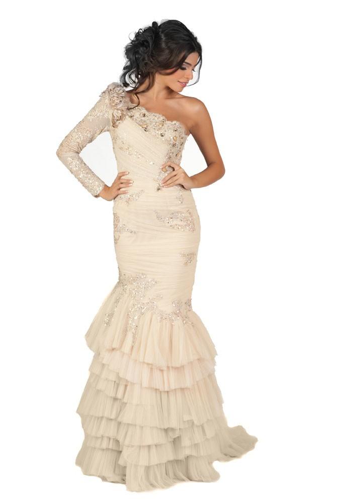 Miss Liban en robe de soirée