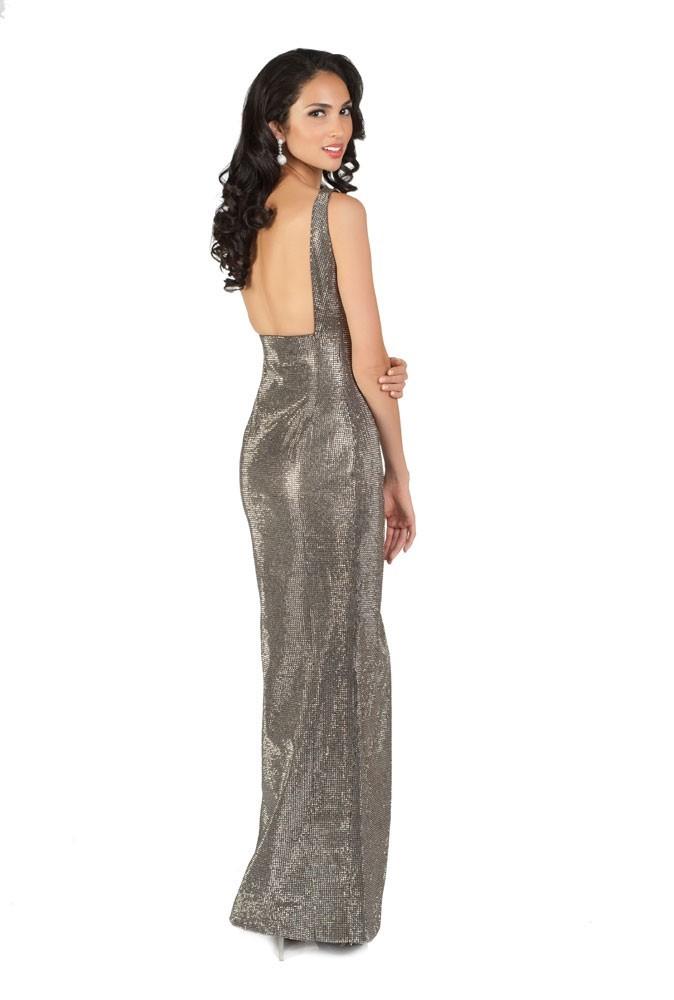 Miss Malaisie en robe de soirée
