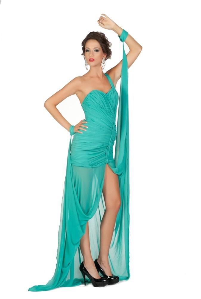 Miss Montenegro en robe de soirée