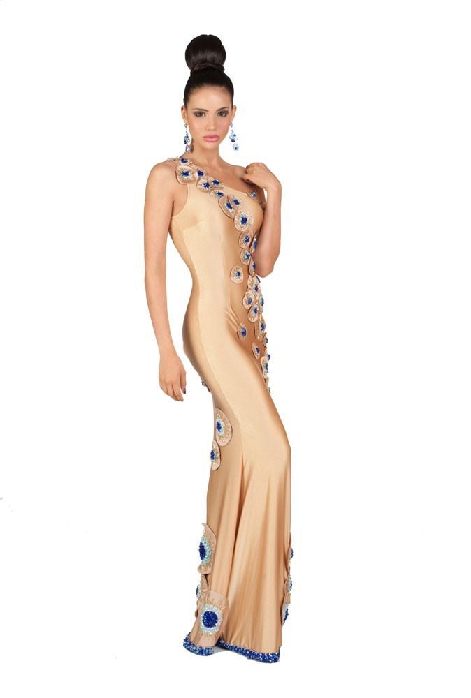 Miss Panama en robe de soirée