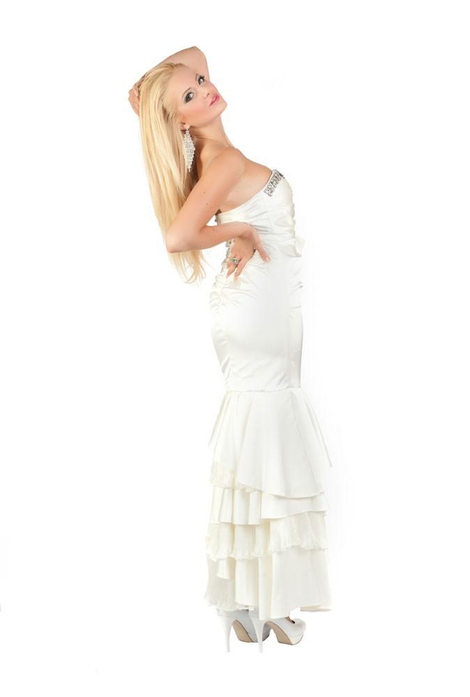 Miss Serbie en robe de soirée