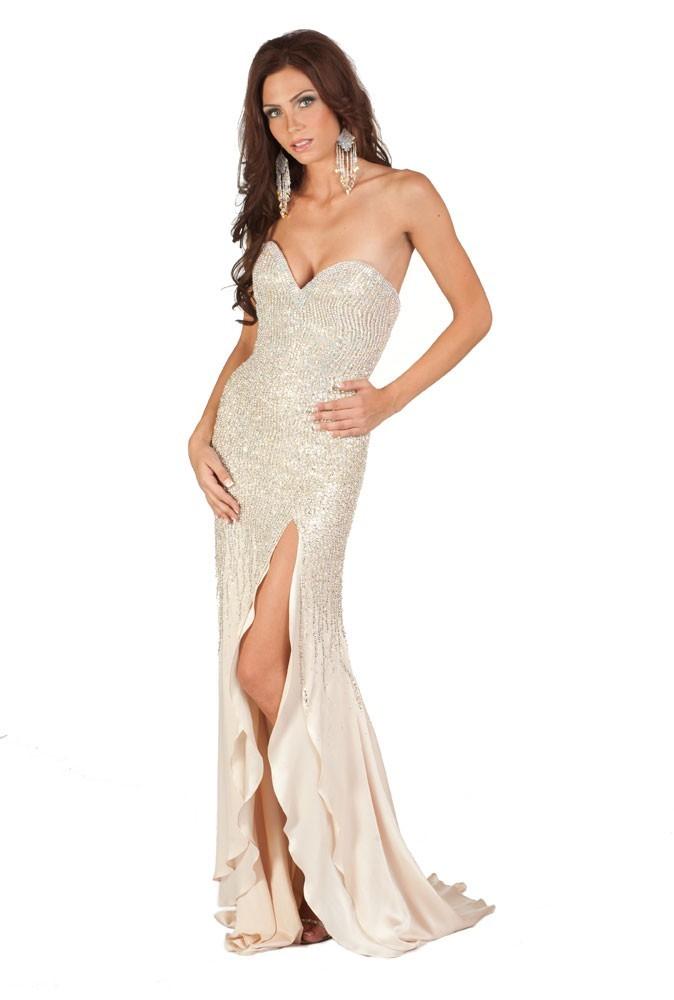 Miss Suède en robe de soirée