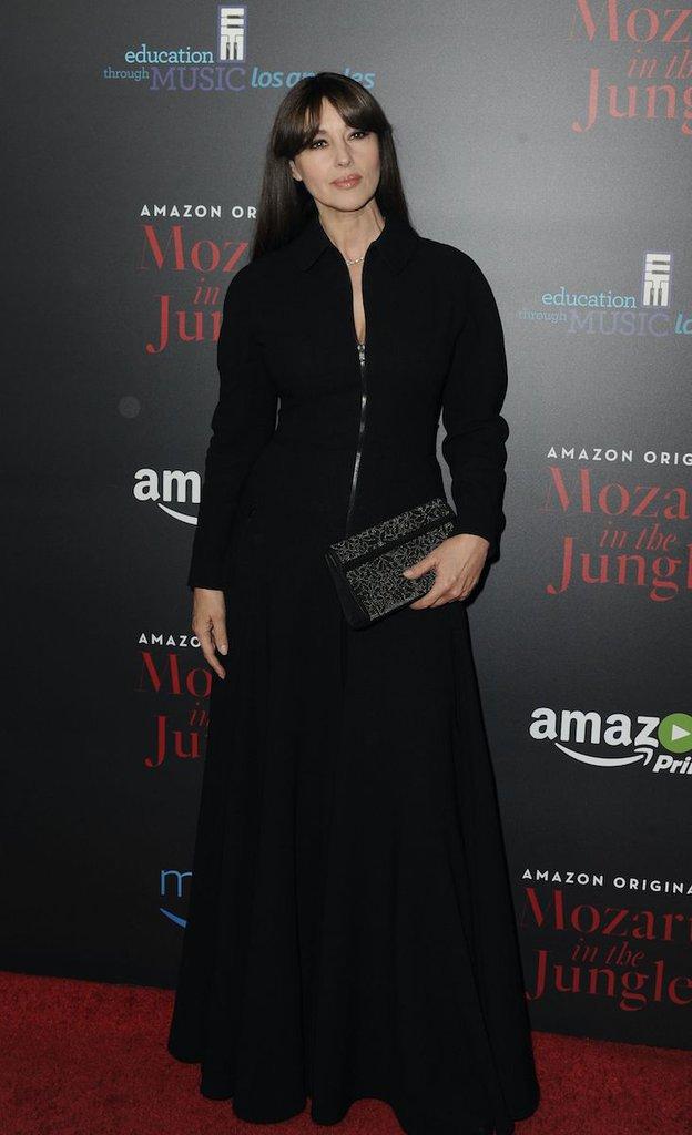 Monica Bellucci : beauté incendiaire, elle embrase le tapis rouge !