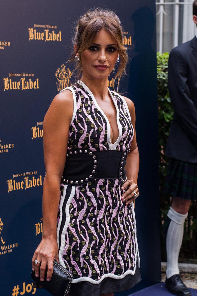 Photos : Monica Cruz foule le tapis rouge des Blue Label Awards 2016 en Espagne !