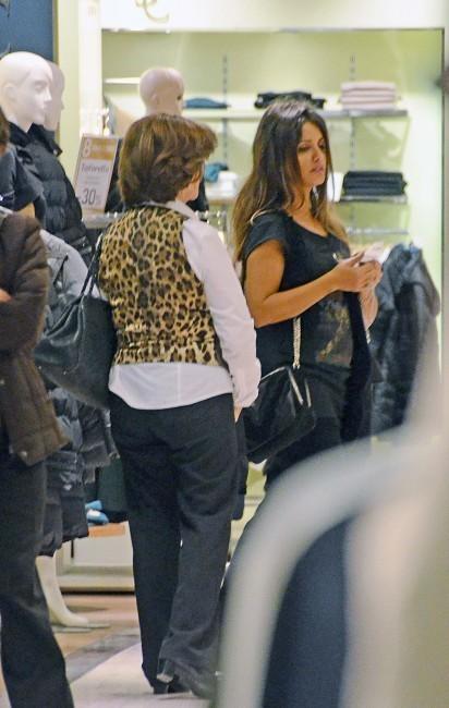 Monica Cruz enceinte, en plein shopping à Madrid, au mois de novembre 2012.