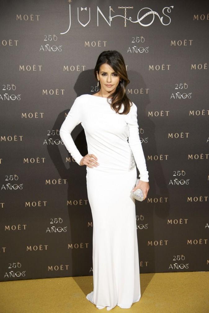 Sublime dans sa robe blanche !