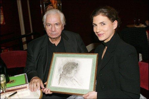 Michel Galabru fête ses 82 ans avec sa fille Emmanuelle, en 2004, après avoir joué Les Rustres ensemble au théâtre