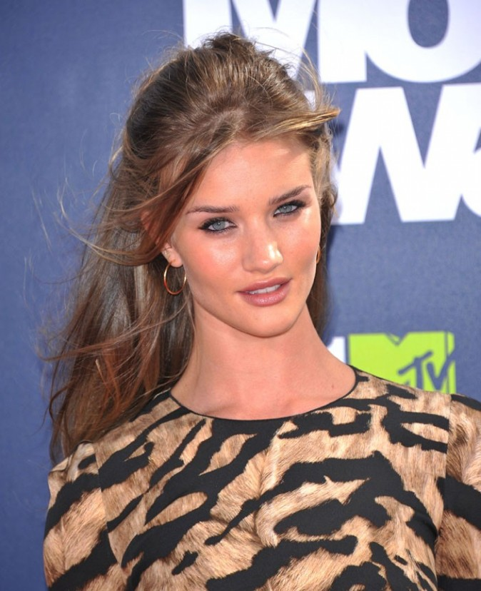 Rosie Huntington-Whiteley délicieuse lors des MTV Movie Awards 2011...
