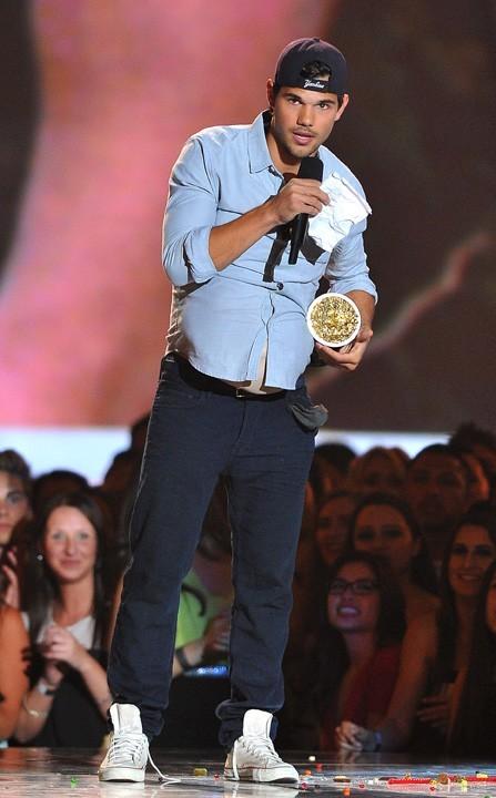 Taylor Lautner lors de la cérémonie des MTV Movie Awards 2013 à Los Angeles le 14 avril 2013