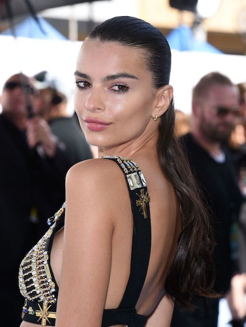 Photos : MTV Movie Awards 2015 : Emily Ratajkowski frôle le nipplegate !