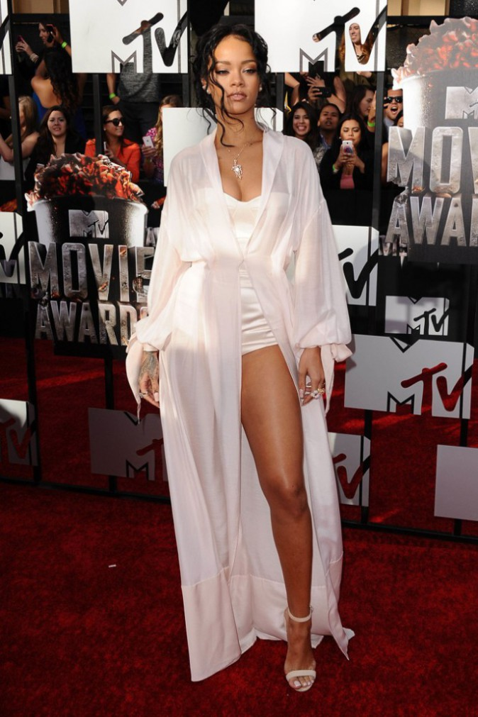 MTV Movie Awards : Rihanna : une beaut� majestueuse sur le red carpet !