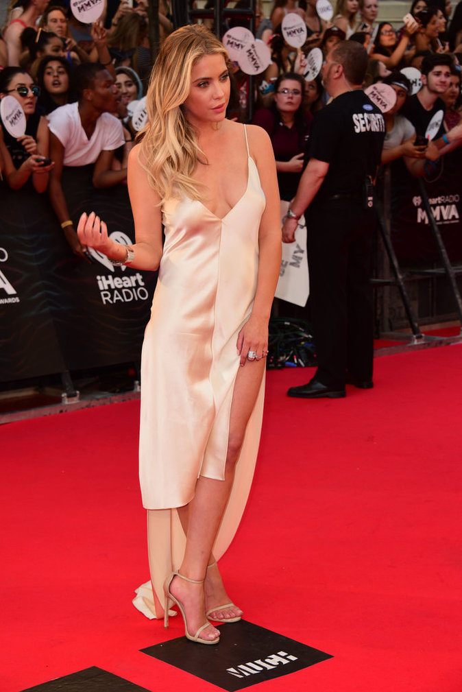Photos : MuchMusic Video Awards : Lucy Hale, Shay Mitchell et Ashley Benson, gambettes à l'air sur le red carpet !