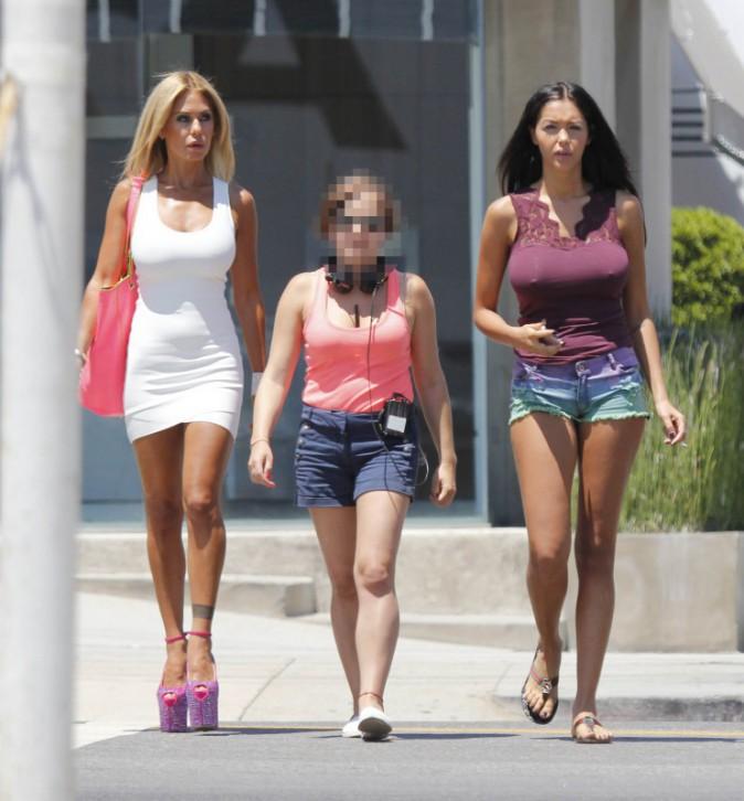 Shauna Sand et Nabilla Benattia à Beverly Hills, le 29 juillet 2013.